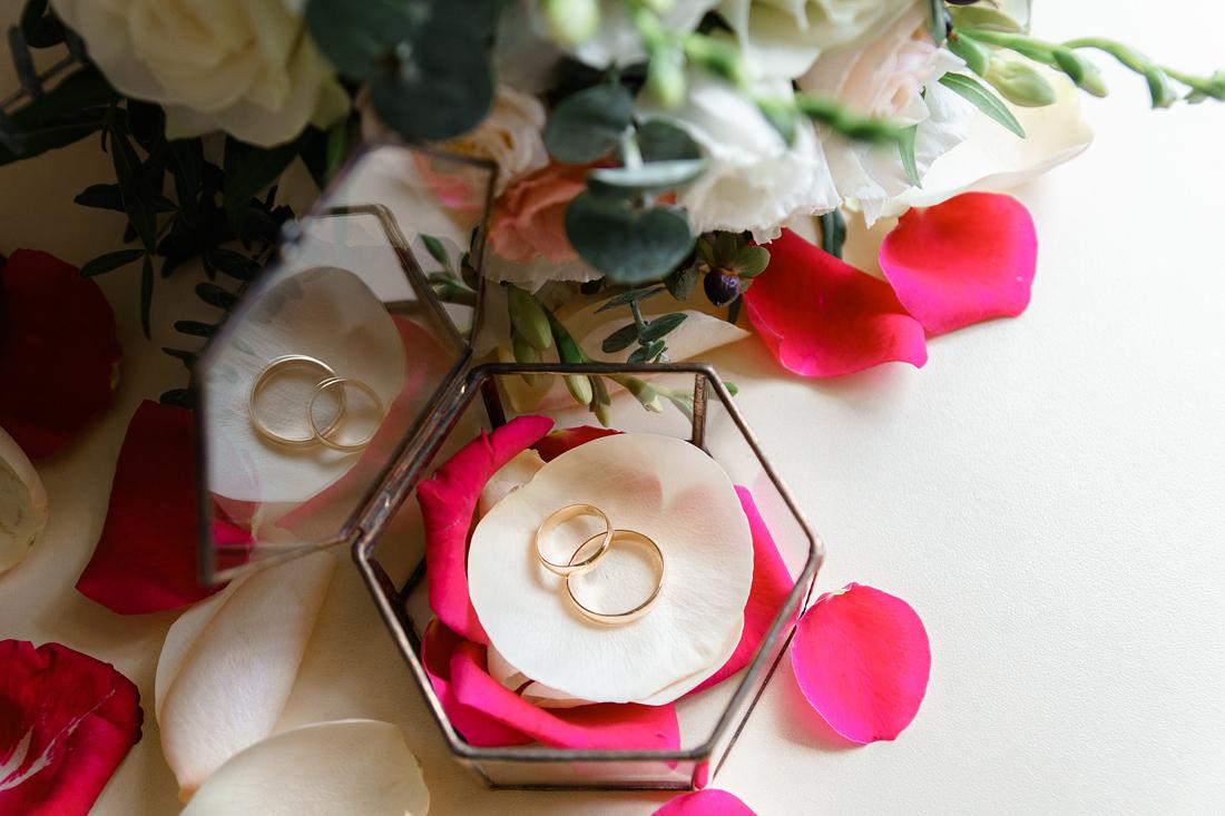 Свадебный Фотограф Запорожье Маша Рихтер кольца стеклянная коробочка