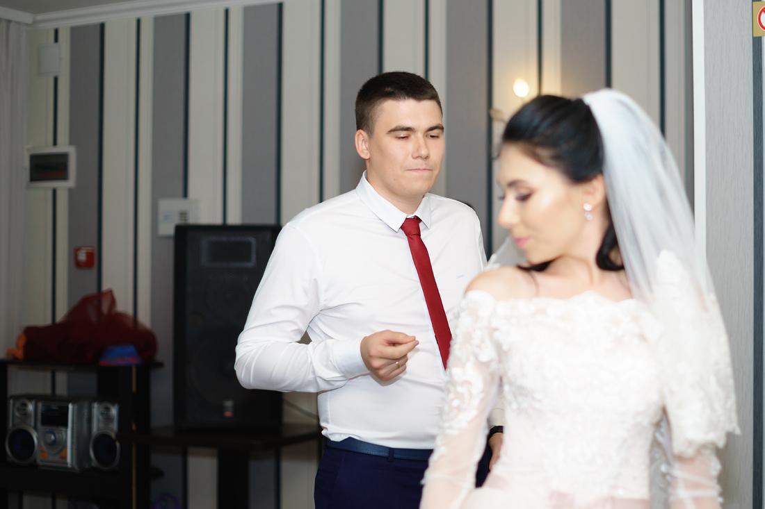Свадебный Фотограф Запорожье Маша Рихтер жених и невеста танец