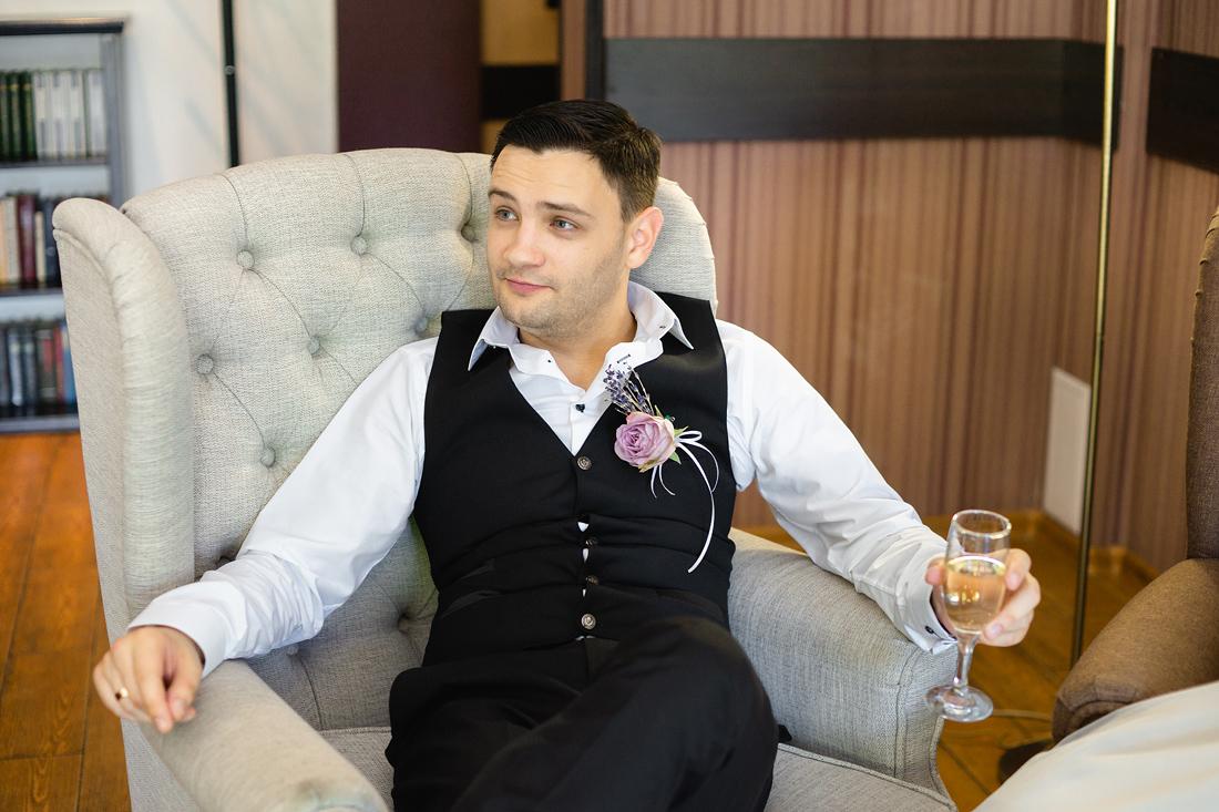 Фотограф Запорожье на свадьбу кресло жених бакал