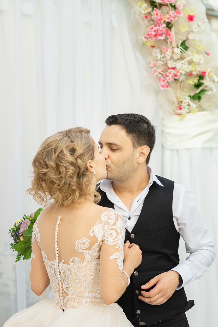 Фотограф Запорожье Маша Рихтер поцелуй невесты