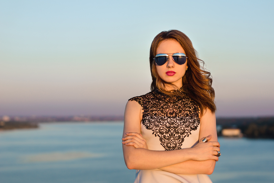 Фотосъёмки на мостах Запорожья очки девушка река