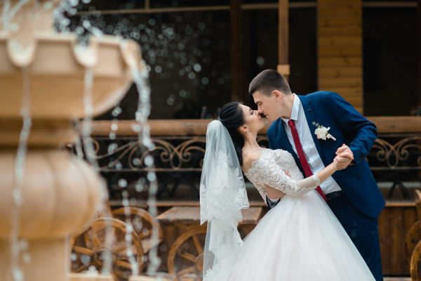 Свадьба Запорожье Фотограф Маша Рихтер Фонтан Поцелуй SUNRISE Park