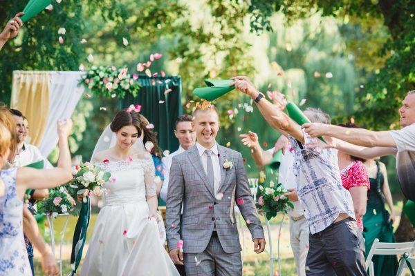 Свадьба Запорожье Фотограф Маша Рихтер лепестки роз гости церемония